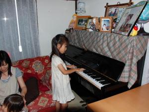 asyu!ピアノ披露中